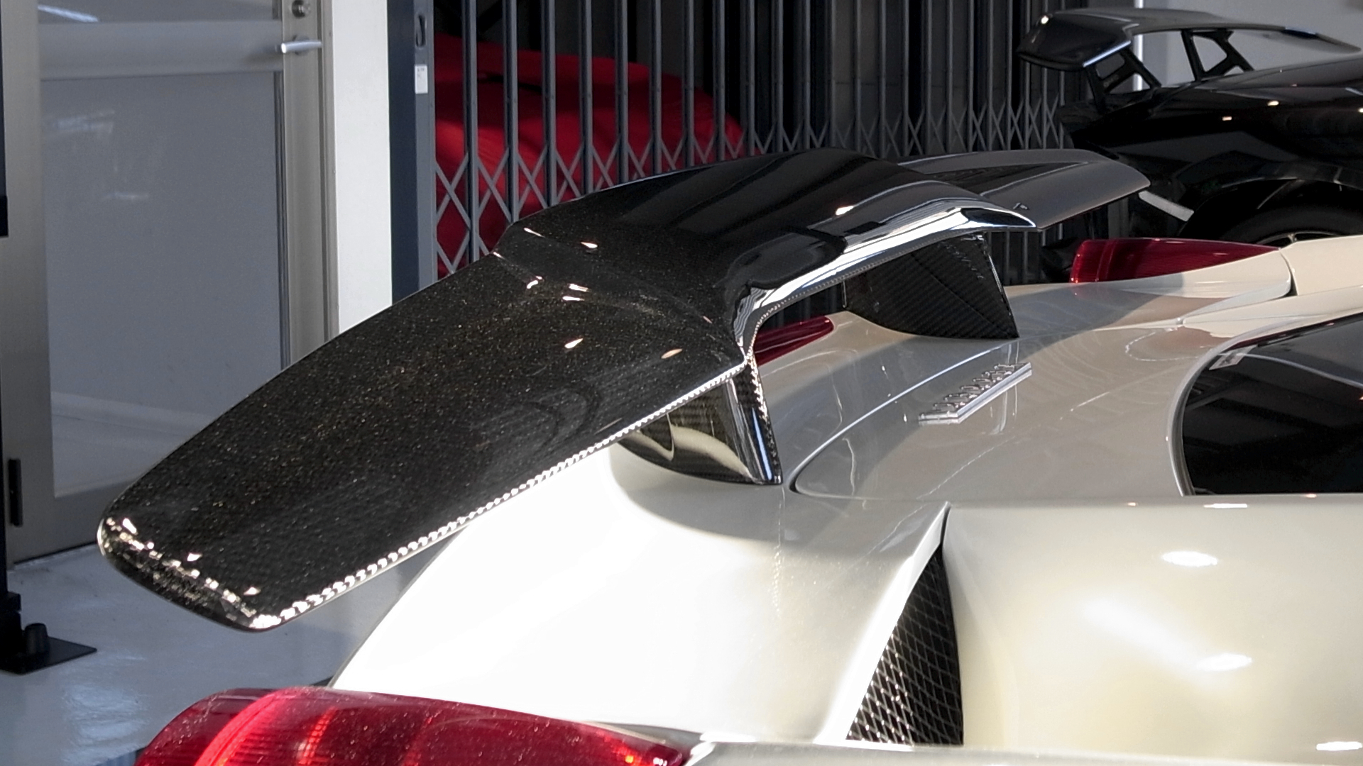 DMC Rear Spoiler Visible Carbon
